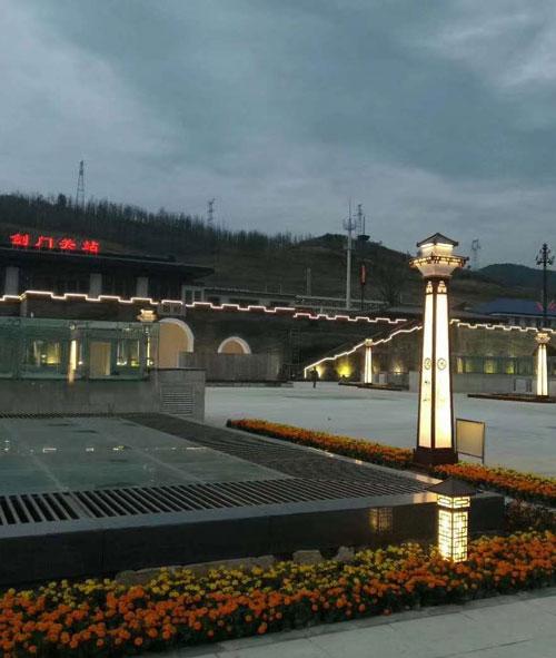 剑门关高铁站广场景观灯工程案例